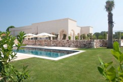 Infinity Pool and Garden in luxury villa in Puglia